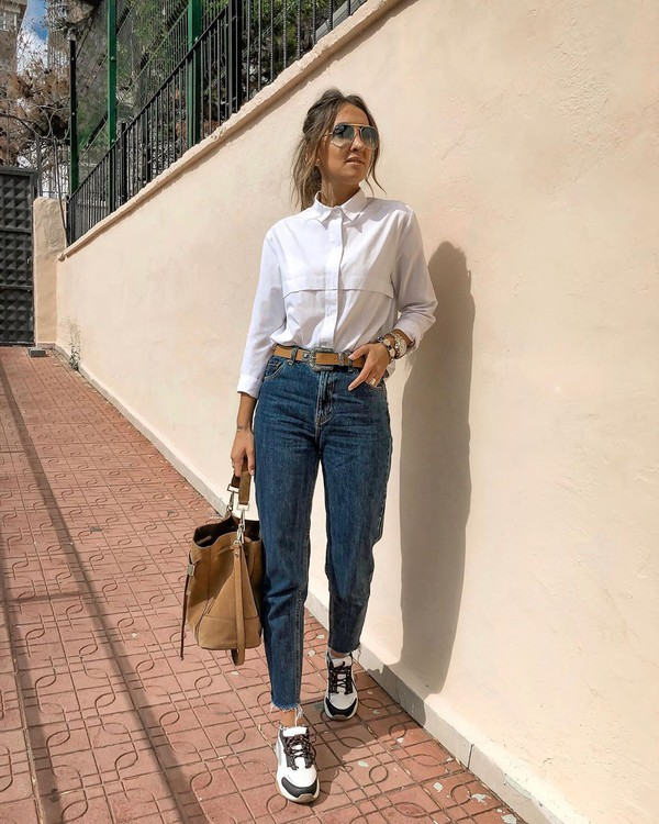 jeans high waisted jeans cropped jeans sneakers pull and bear white shirt bag
