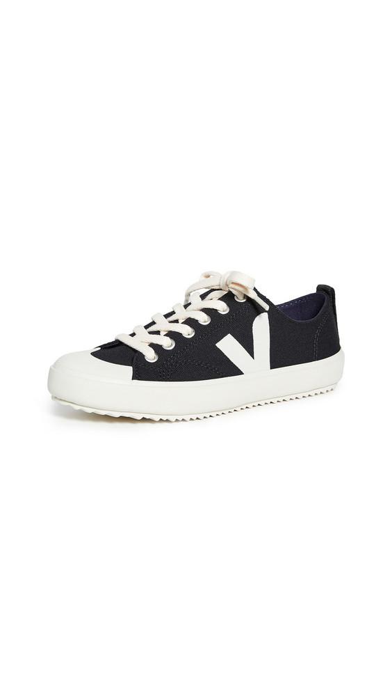 Veja Nova Sneakers in black