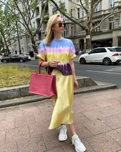 top,tie dye shirt,midi skirt,satin,white sneakers,bag