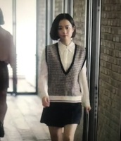 sweater,sweatervest,print,checkered,shirt,cute,office outfits,smart casual,sleeveless