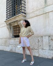 sweater,knitted sweater,white sandals,white shorts,white bag