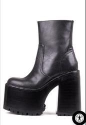 shoes,black,heels,70s style,90s style,black platforms