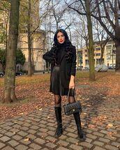 skirt,black skirt,black boots,black bag,black blazer,turtleneck