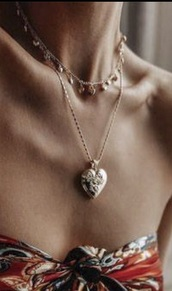 jewels,gold or silver,necklace,heart,choker necklace