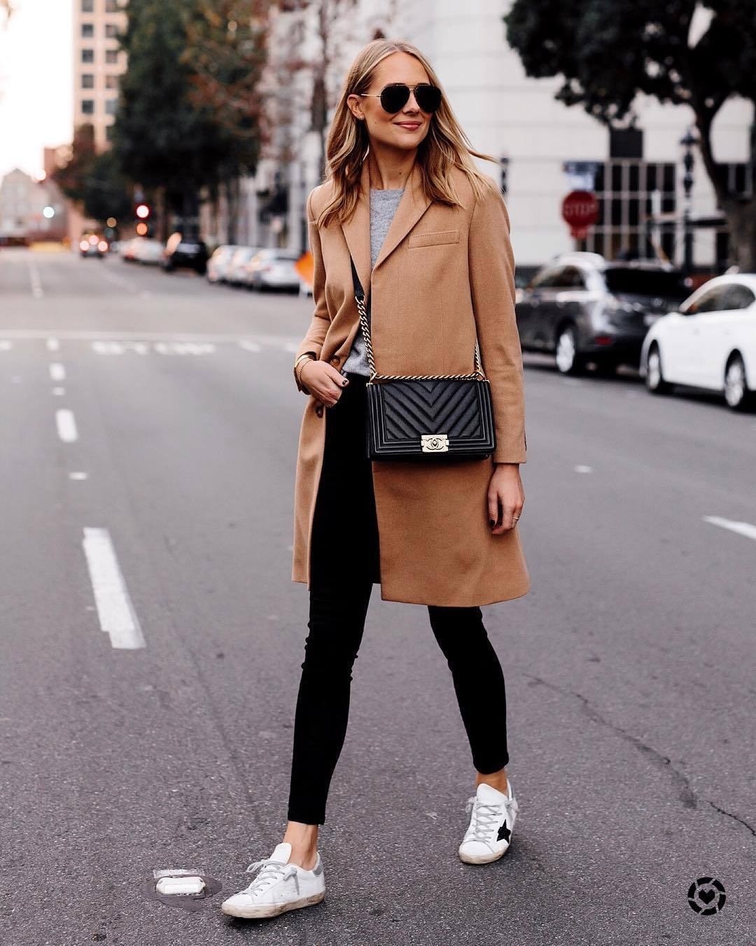 jeans black skinny jeans white sneakers black bag grey sweater camel coat sunglasses