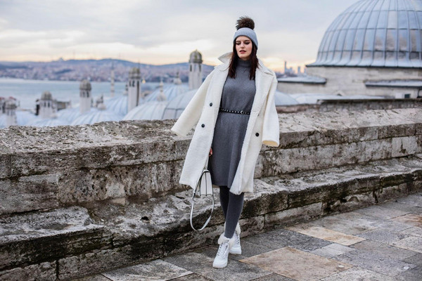 the bow-tie blogger coat dress shoes bag beanie white coat winter outfits