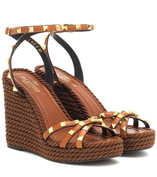 Valentino Garavani Rockstud Torchon leather wedge sandals in brown