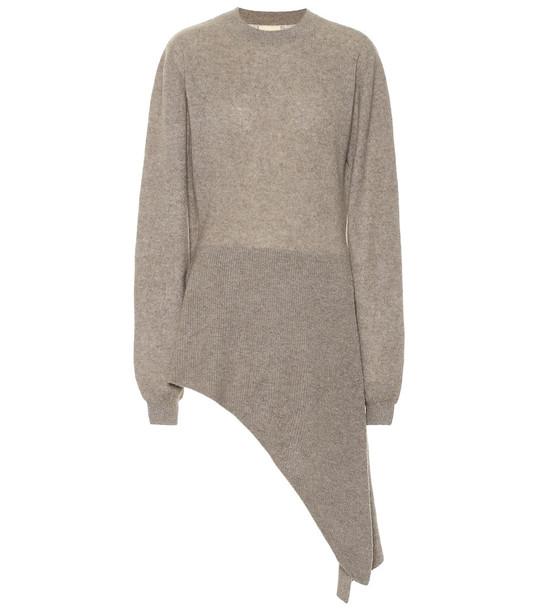 Khaite Esme stretch cashmere sweater in beige