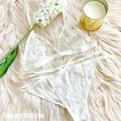 underwear,lingerie,lingerie set,bralette,appliqué,lace bralette,lace bra,white,white lingerie,sexy lingerie,intimiates,bridal lingerie,bride,floral,flower appliqué,white lace,summer,trendy,style,bra,sheer lingerie,mesh,mesh bra,pajamas,panties