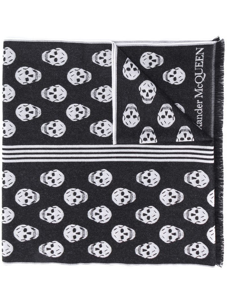 Alexander McQueen skull-print frayed-edge scarf in black