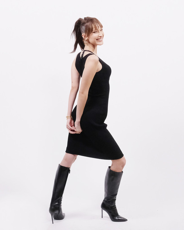 shoes black dress boots bella hadid model midi dress fall outfits