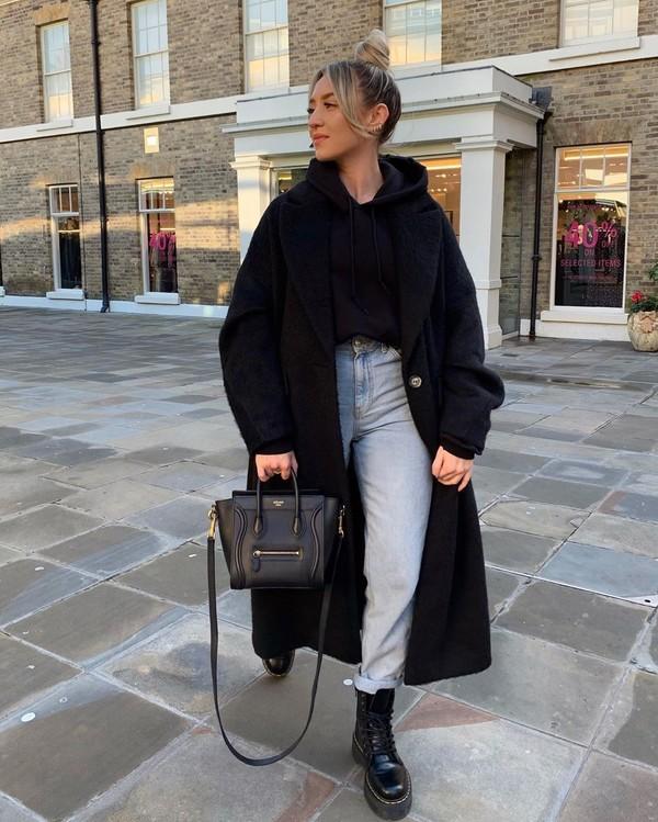jeans mom jeans high waisted jeans black boots black bag black coat topshop hoodie