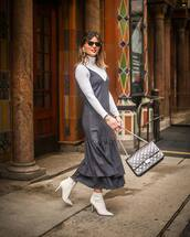 dress,midi dress,grey dress,white boots,ankle boots,heel boots,white dress,shoulder bag