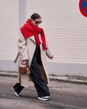 coat,trench coat,oversized coat,sneakers,wide-leg pants,high waisted pants,brown bag,handbag,knitted sweater,black sunglasses