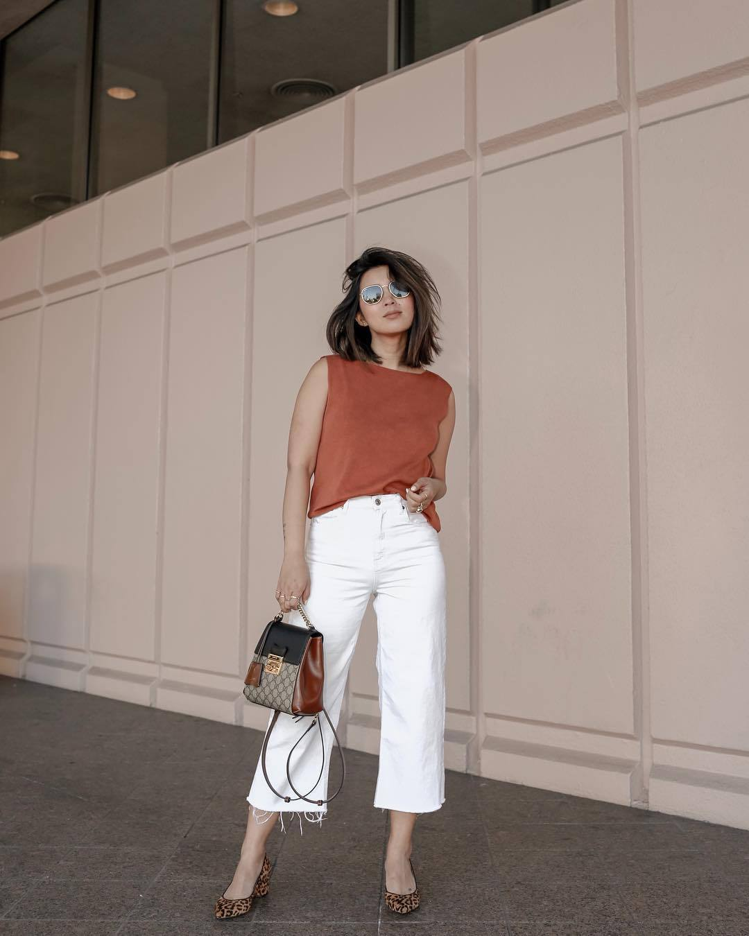 jeans white jeans cropped jeans high waisted jeans zara pumps leopard print bag sleeveless top