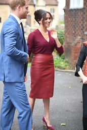 skirt,midi skirt,pencil skirt,red,red skirt,meghan markle,celebrity,fall outfits,work outfits