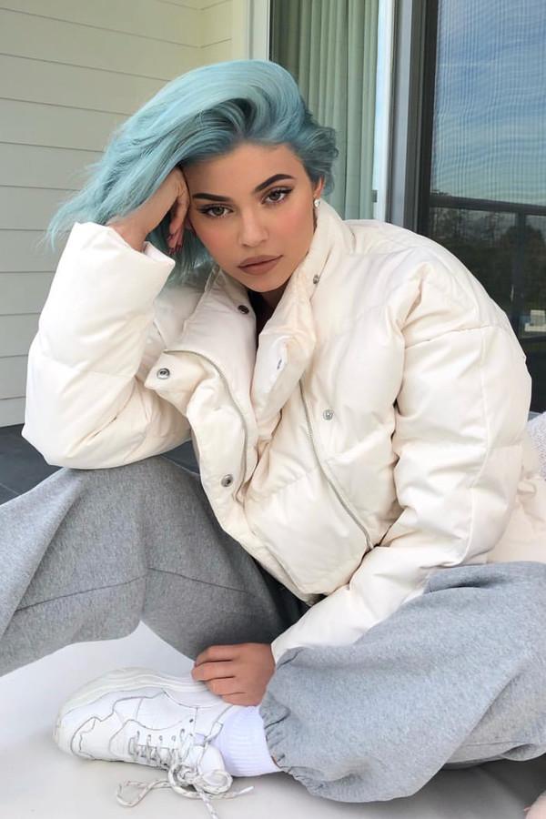 pants grey sweatpants kylie jenner kardashians celebrity puffer jacket jacket instagram casual