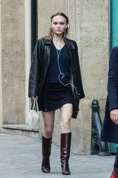 bag,lily rose depp,celebrity,model off-duty,spring outfits,streetstyle,mini skirt,purse