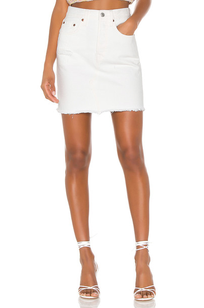 LEVI'S High Rise Deconstructed Skirt in white