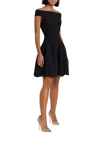 Alexander McQueen Off-shoulder Knitted Short Dress in nero