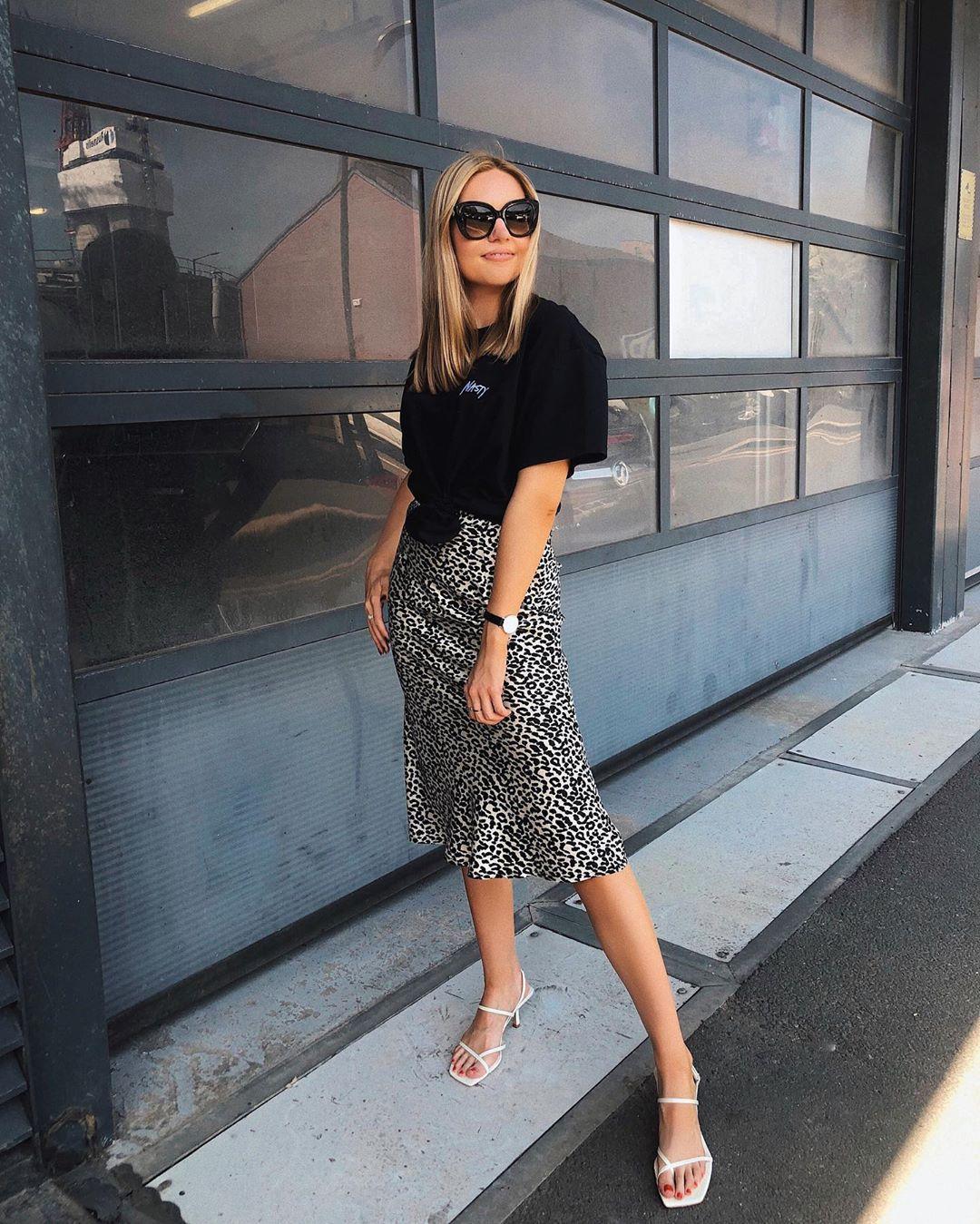 skirt midi skirt leopard print high waisted skirt black t-shirt white sandals