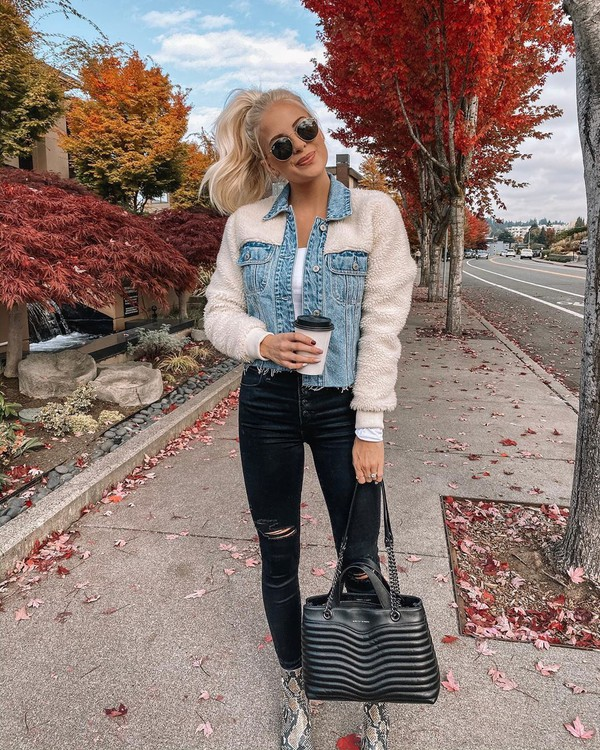 jacket cropped jacket skinny jeans black jeans ripped jeans ankle boots snake print black bag white top