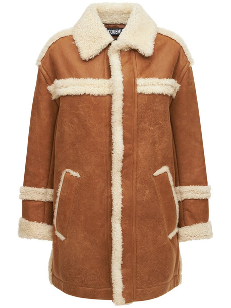 JACQUEMUS Le Manteau Paioù Shearling Leather Coat in camel / white