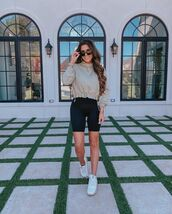 sweater,cropped,hoodie,black shorts,sneakers