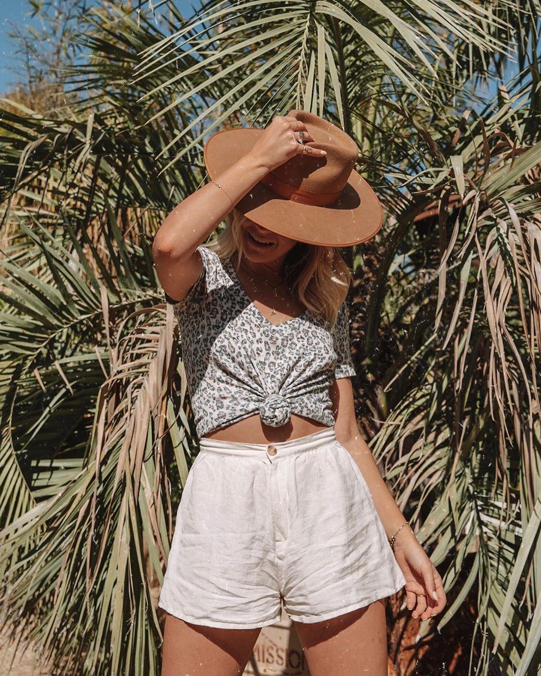 top t-shirt leopard print v neck High waisted shorts white shorts hat