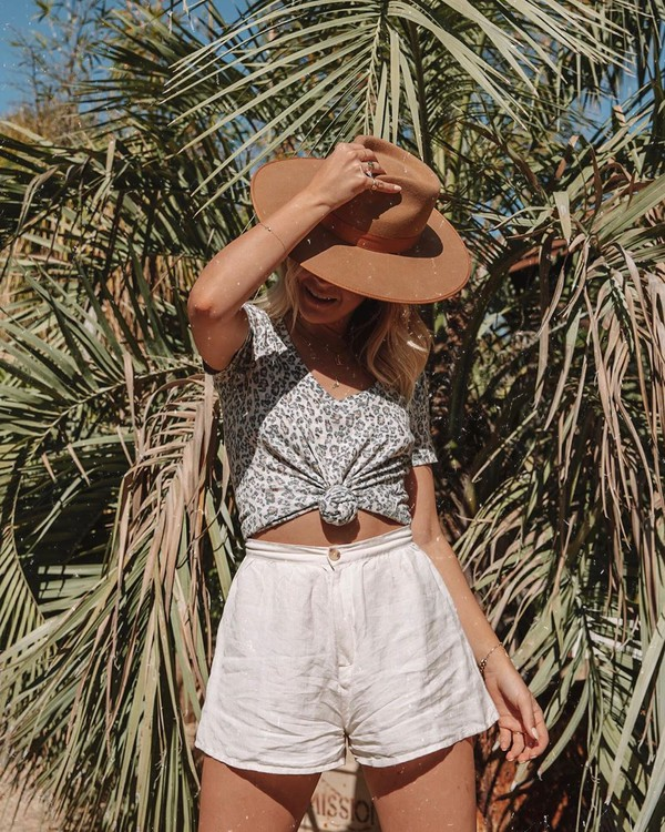 top t-shirt leopard print v neck High waisted shorts white shorts hat