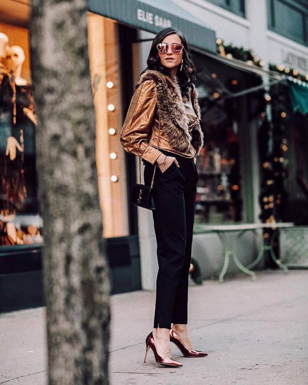 top blouse high heel pumps black pants pleated shoulder bag fur scarf puffed sleeves