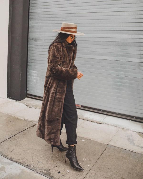 jeans black jeans ankle boots black boots faux fur coat hat