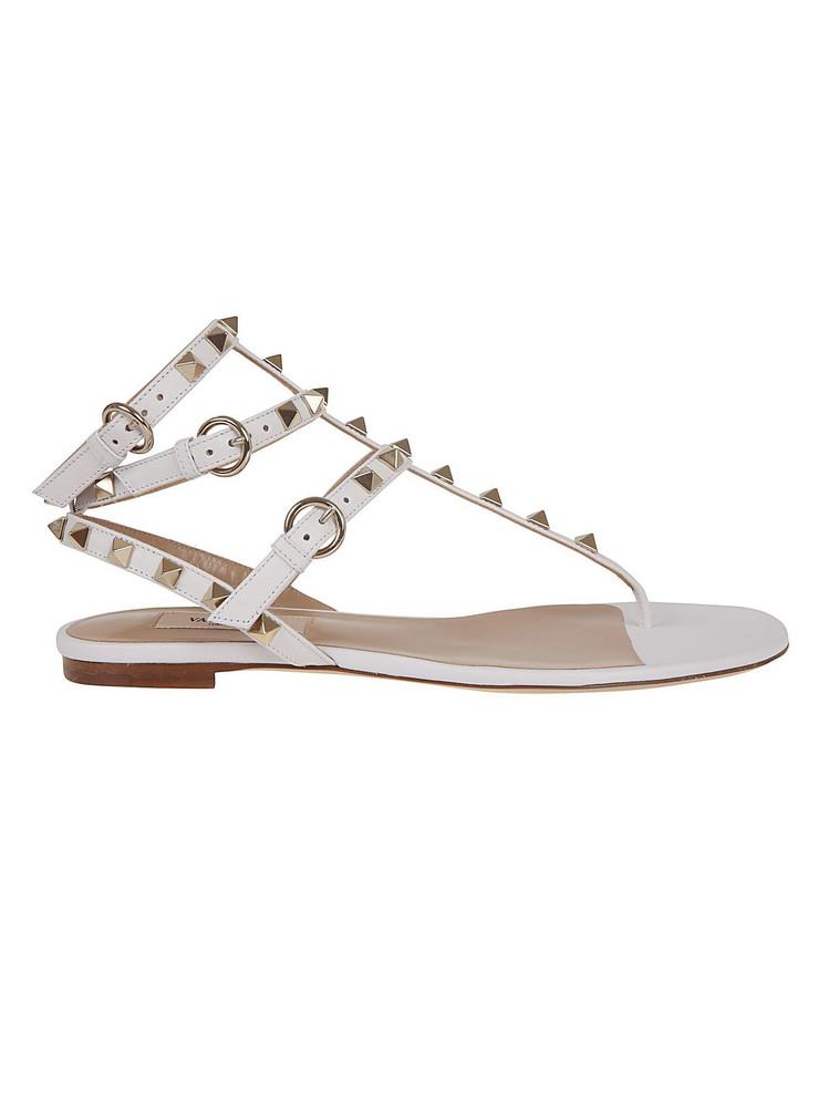 Valentino Garavani Rockstud Flat Sandals in bianco