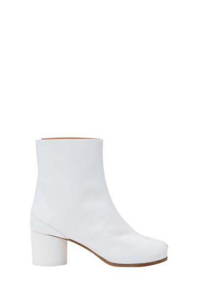 Maison Margiela Tabi Ankle Boots in bianco