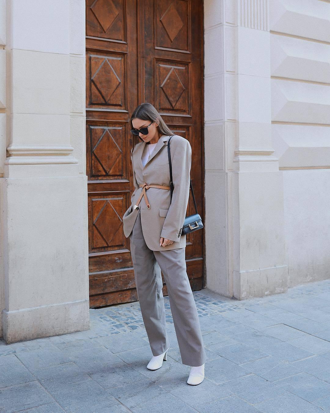 jacket grey blazer oversized grey pants straight pants high waisted pants white boots belt white t-shirt black bag