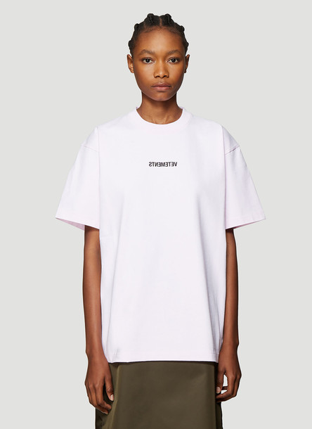 Vetements Reverse Logo Print T-Shirt in Pink size M