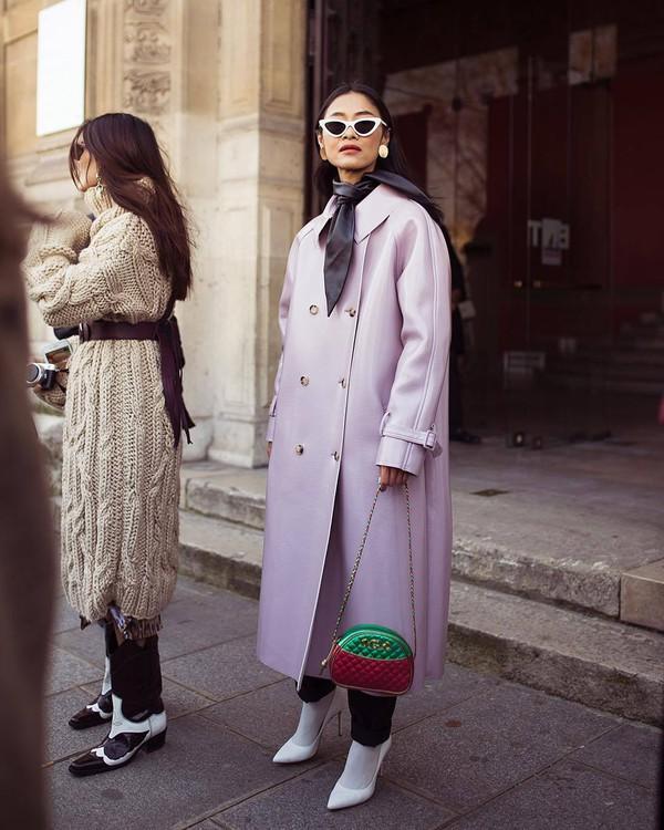 bag gucci bag crossbody bag white shoes pumps socks black pants trench coat grey coat long coat scarf white sunglasses