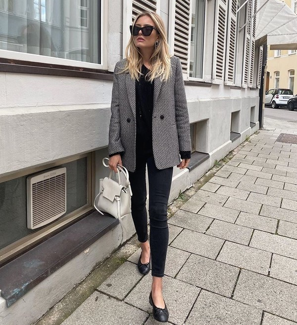 jacket blazer ballet flats skinny jeans black jeans white bag black sweater