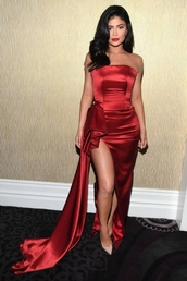 shoes,gown,prom dress,slit dress,pumps,celebrity,kylie jenner,kardashians