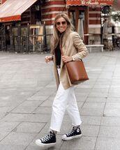 bag,brown bag,cropped jeans,white jeans,sneakers,blazer,black turtleneck top