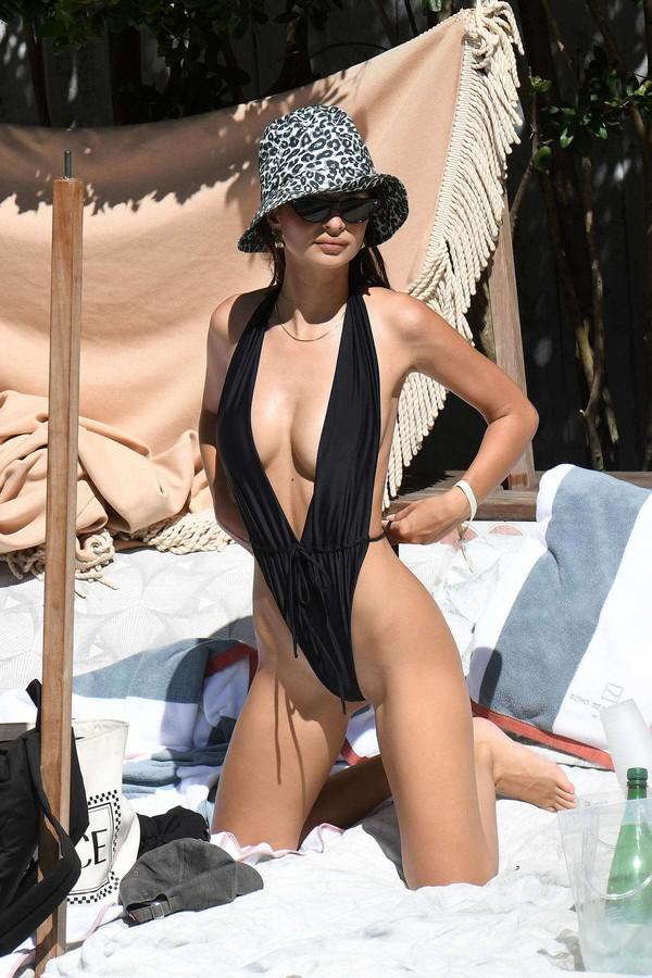 swimwear one piece swimsuit black black swimwear emily ratajkowski model off-duty
