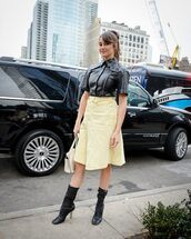 top,leather shirt,leather,black shirt,black boots,heel boots,midi skirt,high waisted skirt,white bag