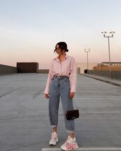 jeans,high waisted jeans,sneakers,shirt,bag