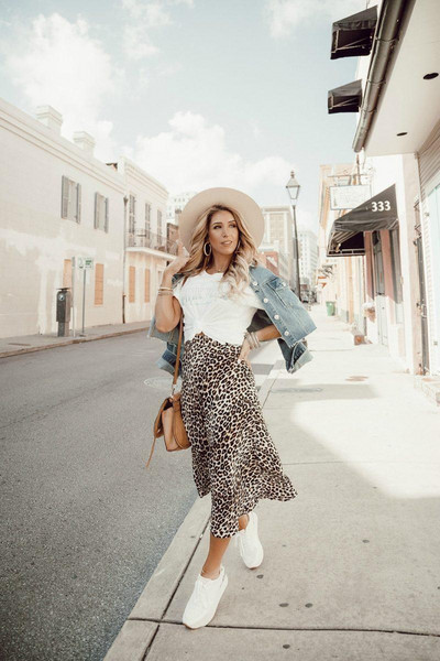 januaryhart blogger t-shirt jacket skirt leopard print leopard skirt sneakers denim jacket