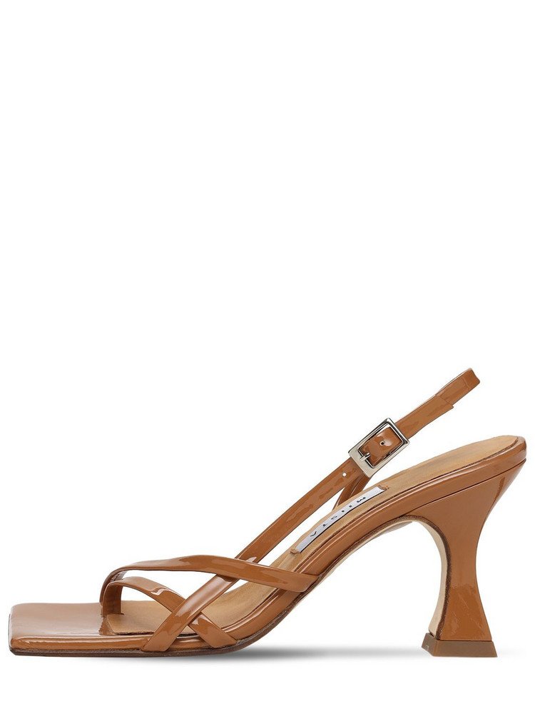 MIISTA 80mm Amber Patent Leather Thong Sandals in camel