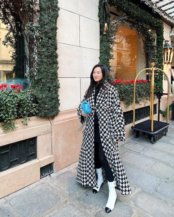 coat long coat houndstooth white boots tight black dress blue bag