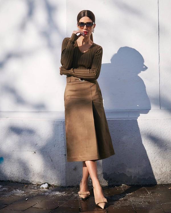 skirt midi skirt high waisted skirt pumps brown sweater v neck sunglasses