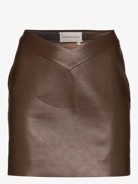 Aleksandre Akhalkatsishvili V-waist faux leather mini skirt in brown
