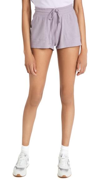 Alo Yoga Daze Shorts in lavender