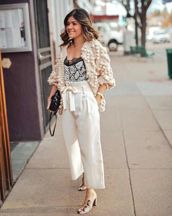 sweater cardigan sandals high waisted pants pleated white pants wide-leg pants tank top black bag